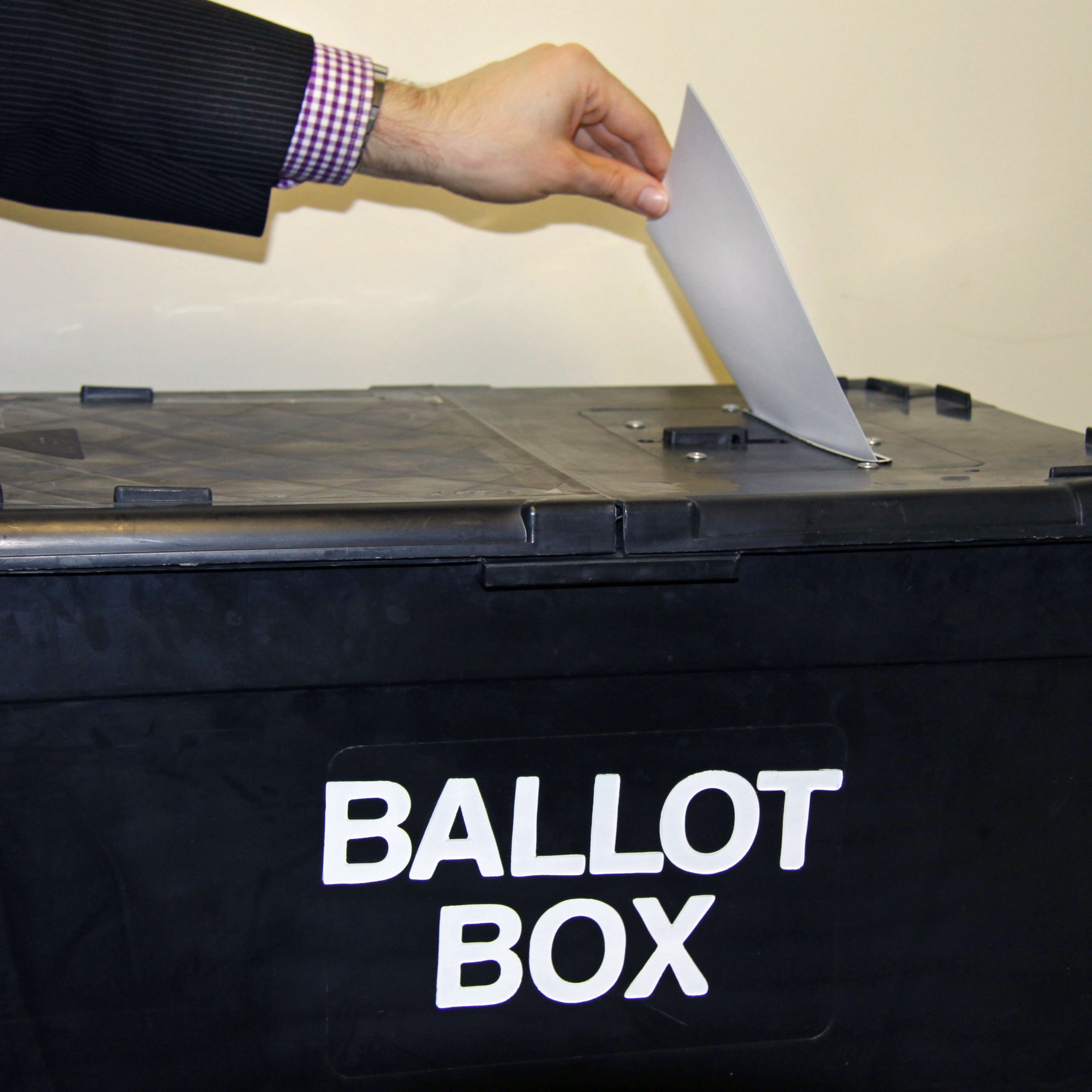 Candidates announced for Holmebrook by-election